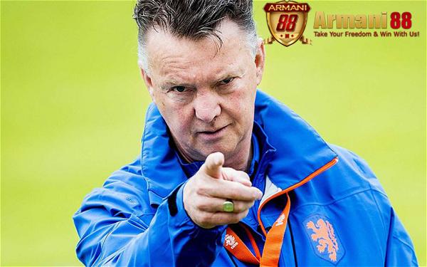 Louis van Gaal pelatih MU